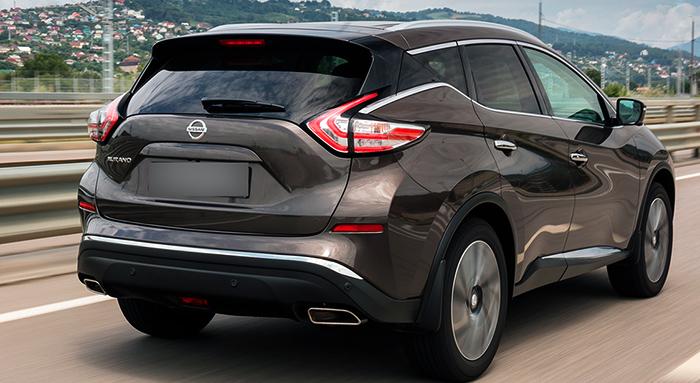 Nissan Murano на дороге