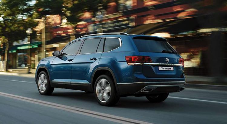 Volkswagen Teramont на дороге