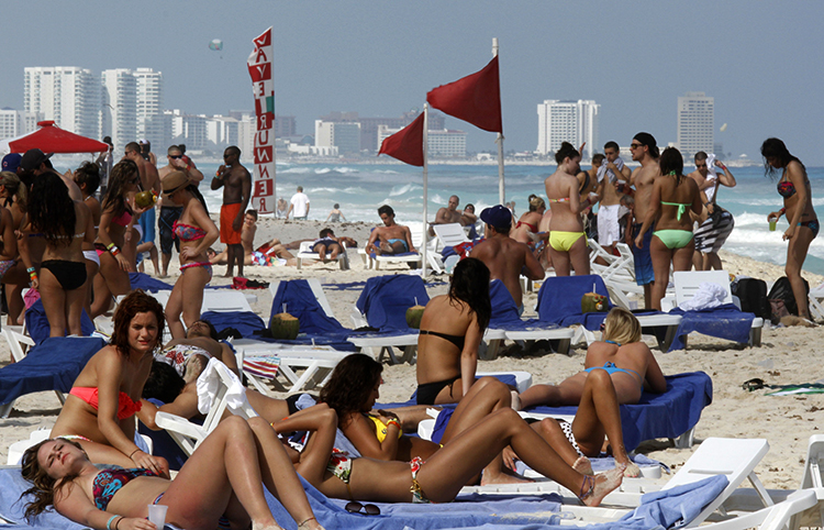 Туристы в Канкуне