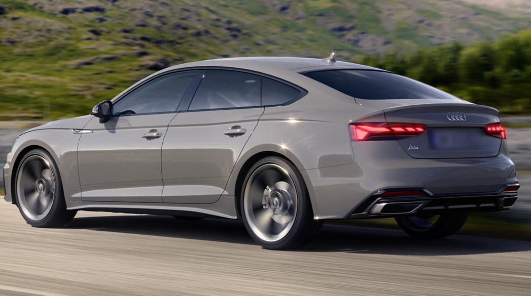Audi A5 на дороге