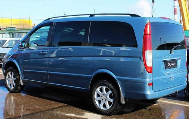 Автомобиль 2006 года