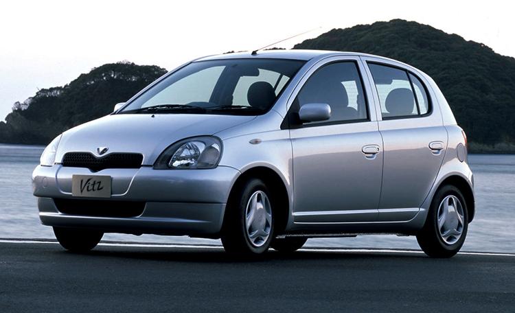 Toyota Vitz 1 поколения