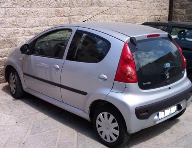 Вид Peugeot 107
