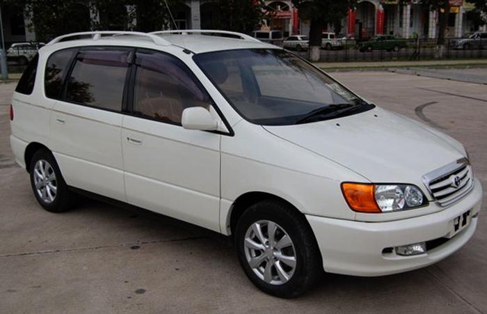 Toyota Ipsum 1 поколения