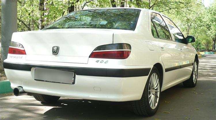 Вид Peugeot 406 сзади