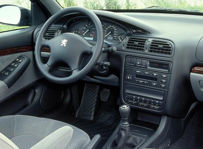 Салон Peugeot 406
