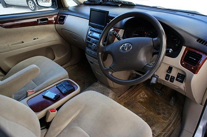 Салон Toyota Ipsum
