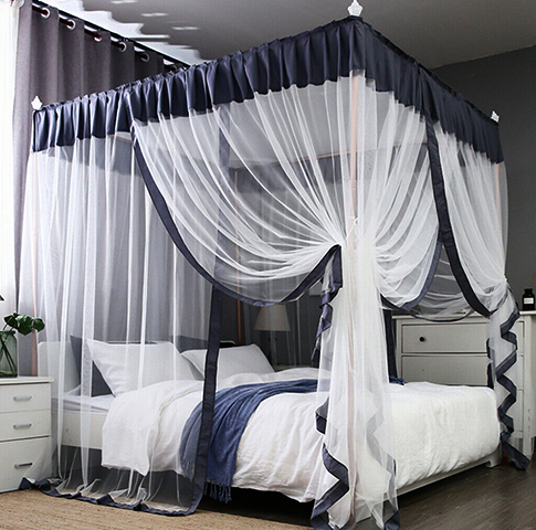 Установленная кровать с балдахином