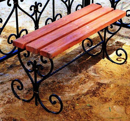 Лавочка на кладбище