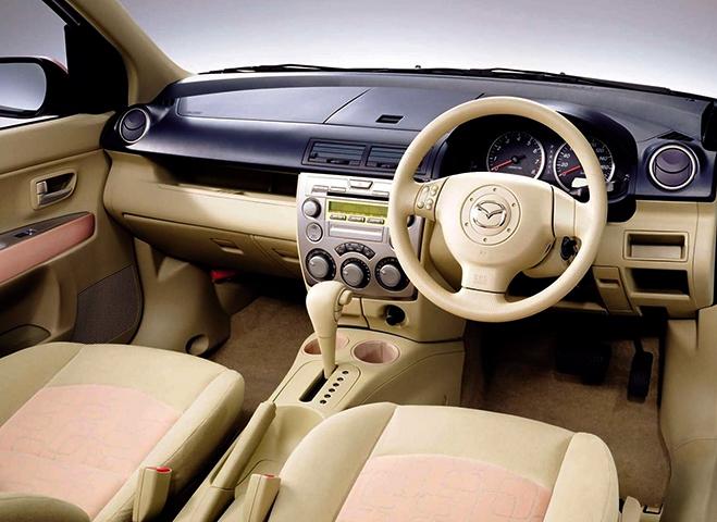 Интерьер Mazda Demio 2 поколения