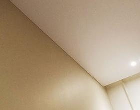 Сколько в среднем стоит бесщелевой натяжной потолок?