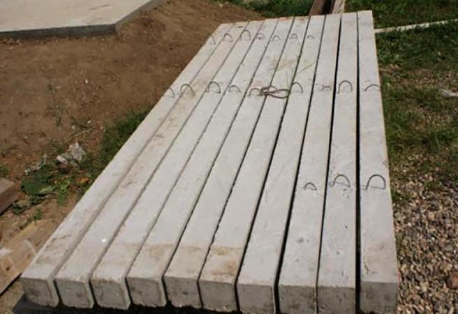 Пасынки из бетона перед установкой