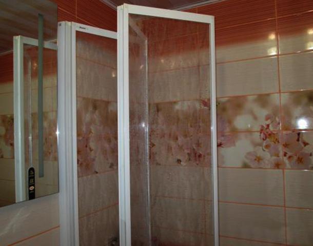 Пластиковая шторка для ванны