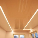 Сколько стоят натяжные потолки со световыми линиями?