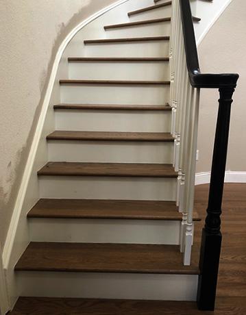 Деревянная лестница после покраски