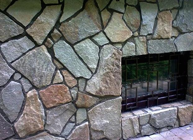 Фасад, с красивым натуральным камнем
