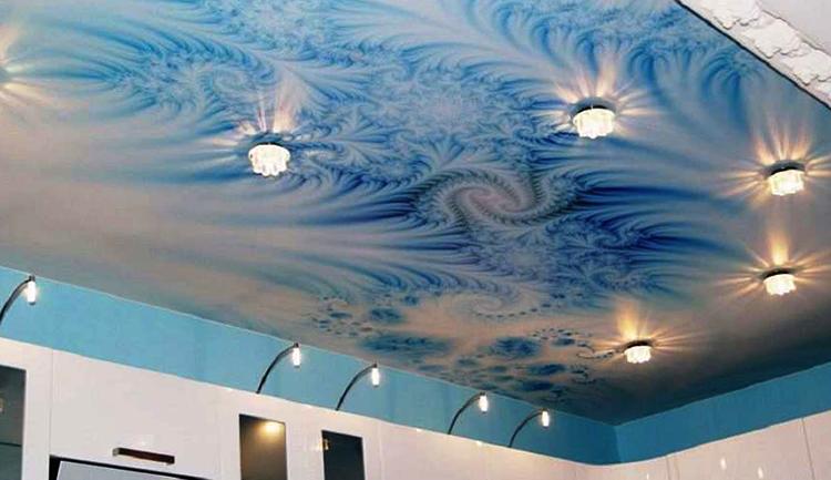 Красивый натяжной потолок с фотопечатью