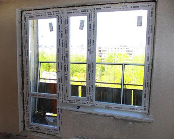 Монтаж оконного блока с балконной дверью