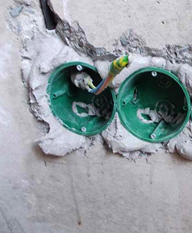 Установка подрозетников в стену из бетона