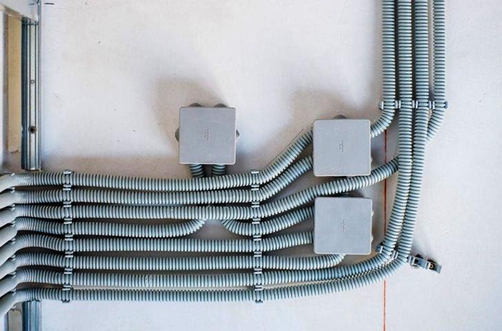 Проложенные в гофре кабели
