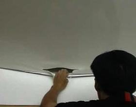 Сколько стоит ремонт натяжного потолка и от чего зависит цена?