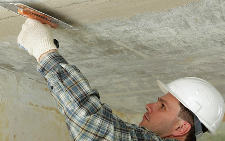 Выравнивание потолка мокрым способом (шпаклевка)