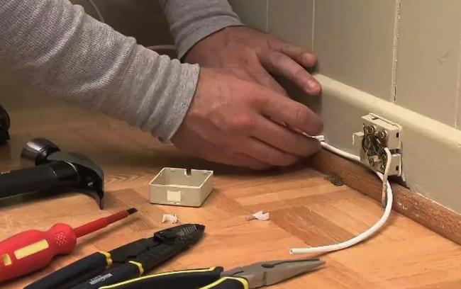 Укладка кабеля телефона в квартире