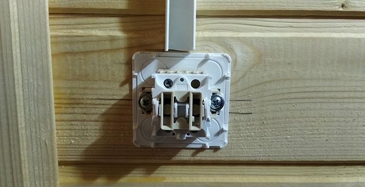 Монтаж наружного накладного выключателя