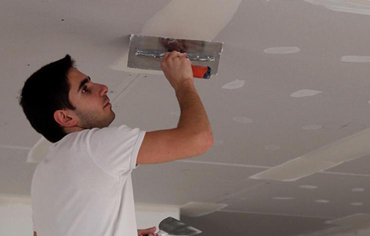 Выравнивание потолка специалистом