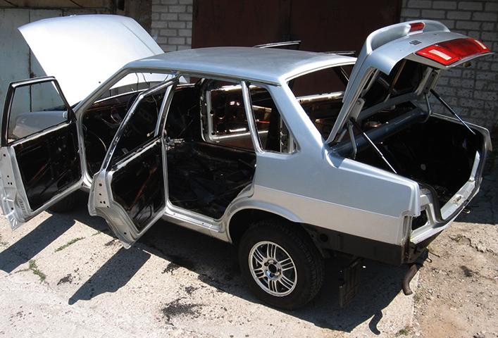 Установленный кузов на ВАЗ 2115