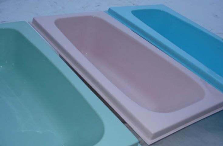 Разные акриловые вкладыши для ванной