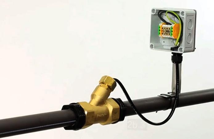 Работающий греющий кабель для водопровода