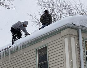 Во сколько обойдется очистка крыши от снега, наледи и сосулек?