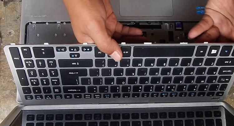 Процесс замены клавиатуры на ноутбуке
