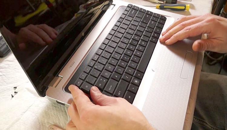 Встроенная клавиатура на ноутбуке