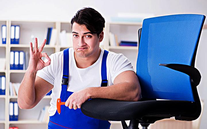 Специалист по чистке офисных кресел