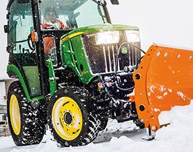Чистка снега трактором — сколько стоит?