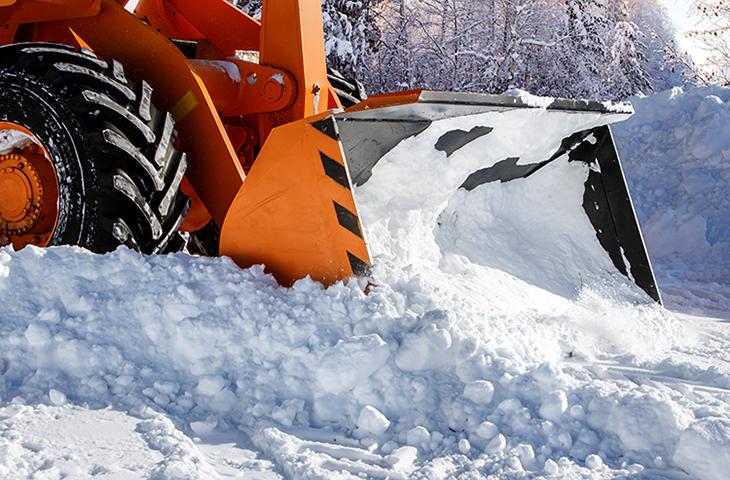 Уборка трактором снега