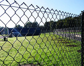 Во сколько обойдется забор из сетки рабицы вместе с установкой?