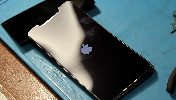 Замененное стекло на iPhone 11