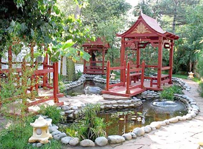 Декоративный пруд в китайском стиле