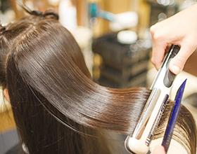 Сколько в среднем стоит кератиновое выпрямление волос?