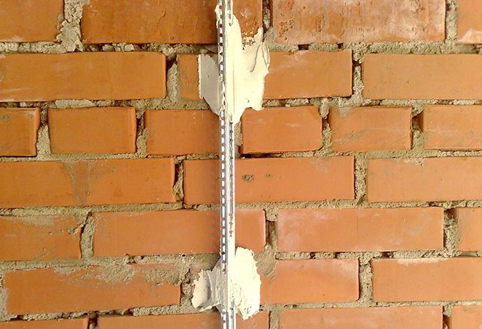 Использование маяка для штукатурки стен