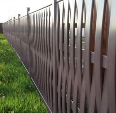 Плетеный пластиковый забор