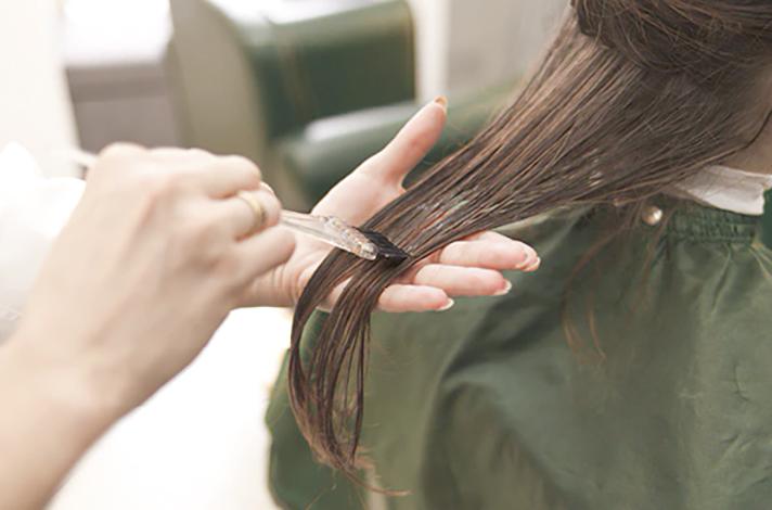 Нанесение ботокса кисточкой на волосы