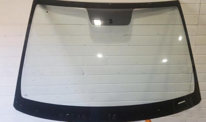 Б/у лобовое стекло на Hyundai Creta