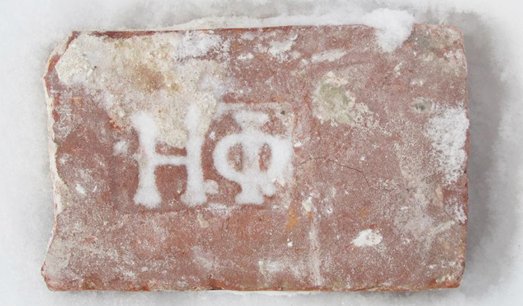 Кирпич с клеймом Н.Ф, средняя цена — 500 руб.
