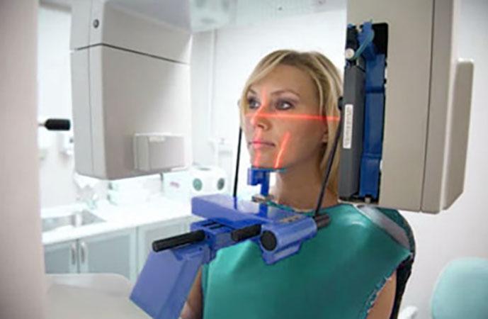 Проведение панорамного снимка зубов